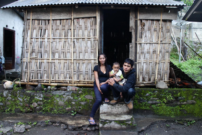 Made Manuh Artawan and his family
